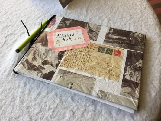 minnesbok på seniorhuset